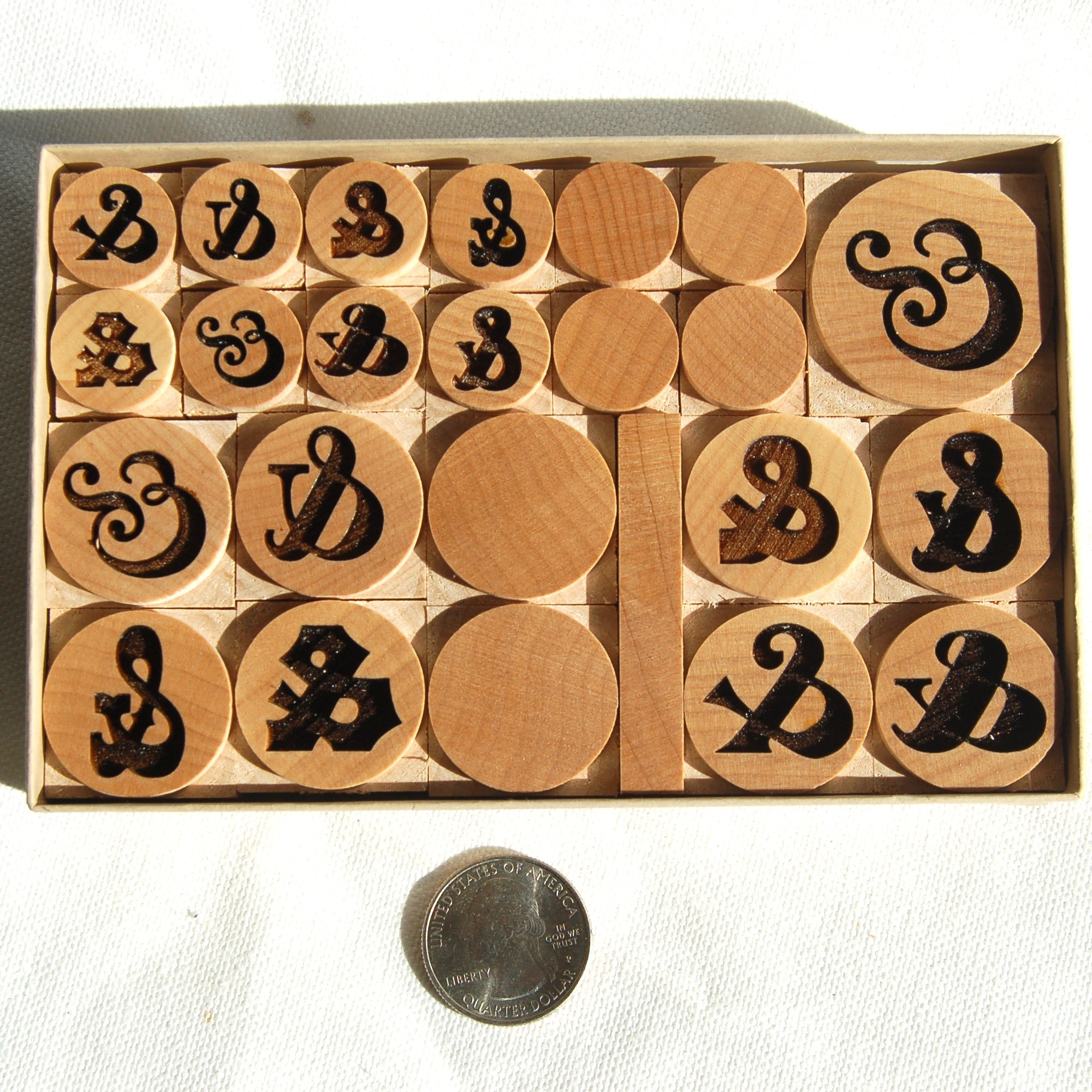 Box of Ampersand Dots | MOORE WOOD TYPE